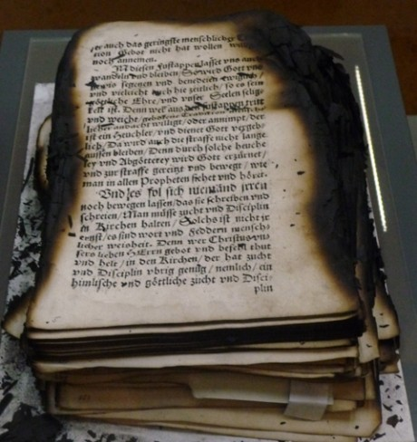 Geschädigt, verbrannt, restauriert, dokumentiert. Zehn Jahre nach dem Brand in der Herzogin Anna Amalia Bibliothek in Weimar.