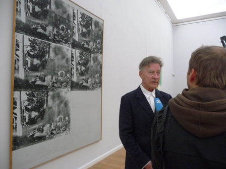 Kurator Heiner Bastian ist ein ausgewiesener Experte und Kenner des Werks von Andy Warhol.