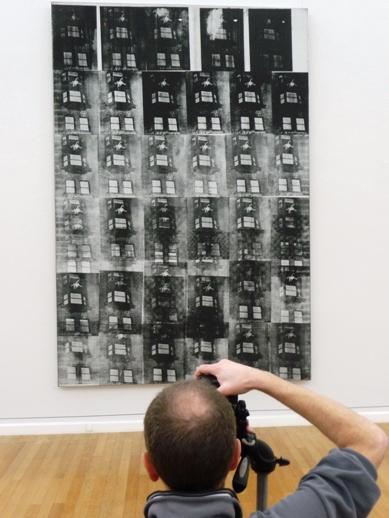 """.Andy Warhol, """"A Woman`s Suicide"""", 1962, nach einer fotografischen Vorlage, das erste Desaster-Bild in reiner Siebdrucktechnik."""
