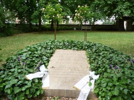 Christianes Grab auf dem Jakobskirchhof in Weimar. Fotos: mip