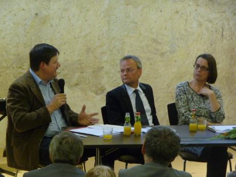 Staatsekretärin Babette Winter (rechts) diskutiert  über eine Museumsregion in Südthüringen. Fotos: mip