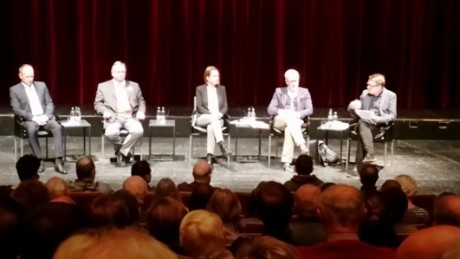 Öffentliche Debatte im Theater. Und künftig ein nichtöffentlicher Debattierklub? Fotos: mip
