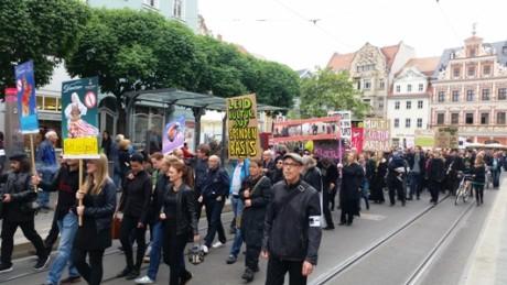 Langer Protestzug durch die Erfurter Innenstadt.