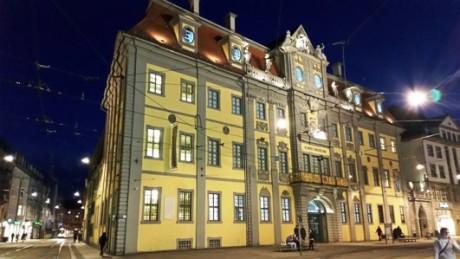 Das Erfurter Angermuseum, abgetaucht in der Nacht. Fotos: mip