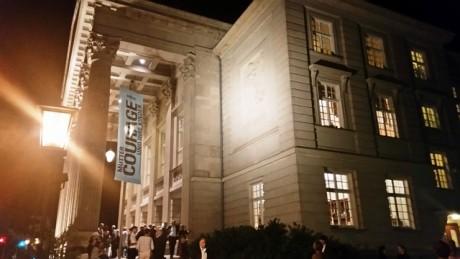 Nach der Premiere: Wenig Mut, den Theatertext von Brecht zu inszenieren zu spielen. Fotos: mip