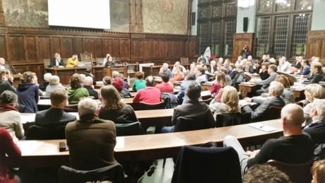 Voller Ratssitzungssaal im Rathaus Erfurt zum Gründungsakt der Kulturgenossenschaft. Foto: mip
