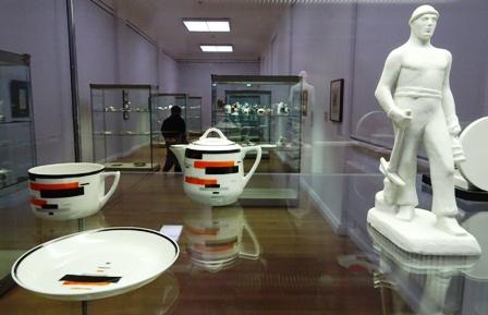 Kunst der russischen Avantgarde: Suprematistisches Dekor und neuer Mensch.
