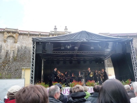 Hornistin Sarah Willis hat sympathisch das Konzert moderiert.