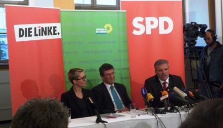 """Da sind die Chefs von Rot-Rot-Grün und plaudern über den Koalitionsvertrag """"Wünsch dir was"""". Fotos: mip"""