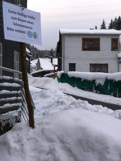 """Einladung zum Schneemann bauen vor dem """"Haus der Natur""""."""