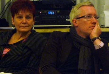 Bildungsministerin Birgit Klaubert und Kulturminister Hoff hören Kulturakteuren in Erfurt zu. Fotos: mip
