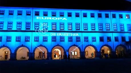 Leuchtendes Bekenntnis zu Europa auf der Fassade von Schloss Friedenstein in Gotha. Fotos: mip