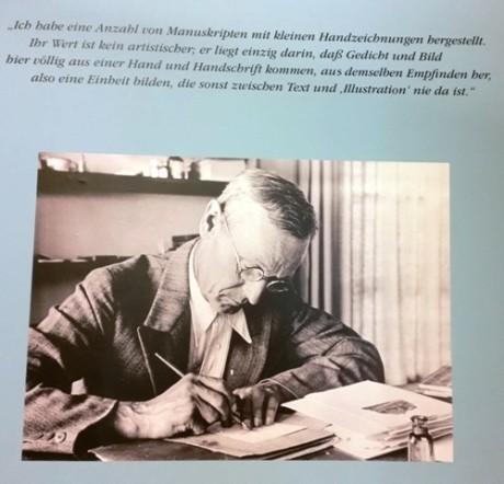 Hermann Hesse am Schreibtisch, fotografiert vom jüngsten Sohn Martin. Alle Fotos: mip