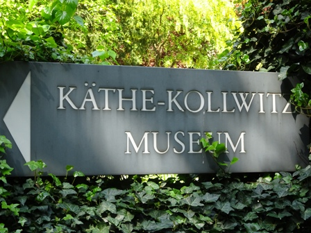 Da geht´s hinein ins Käthe-Kollwitz-Museum in Berlin.