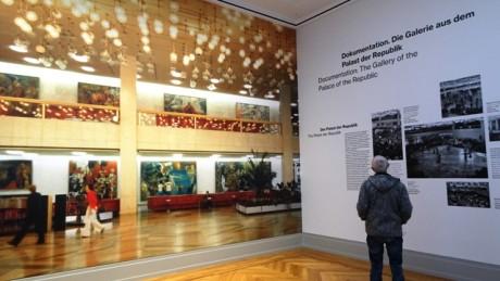 Dokumentiert und interpretiert: Die monumentalen Bilder aus dem Berliner Palast der Republik.