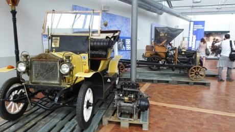 Schaustück Oldtimer-Automobil.